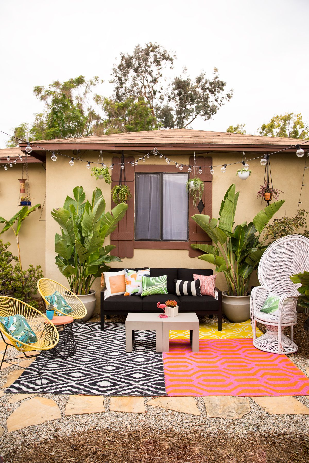 LA boasts year-round sun and Woodnote Photography took advantage of it with her new backyard retreat! See the full reveal of our pieces by clicking through!