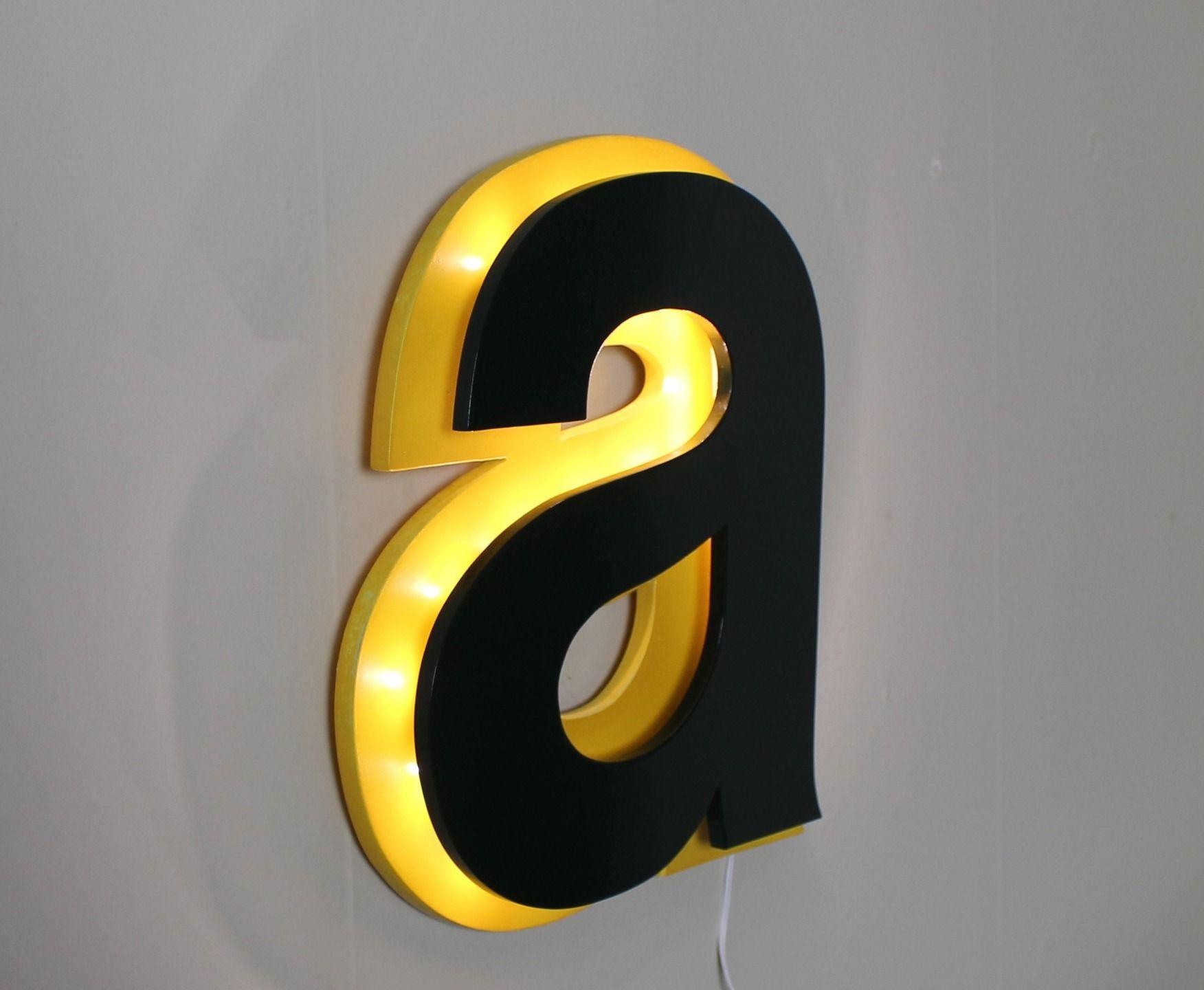 lettre lumineuse a style enseigne jaune et vert anglais et jaune luminaires par mylittledecor. Black Bedroom Furniture Sets. Home Design Ideas