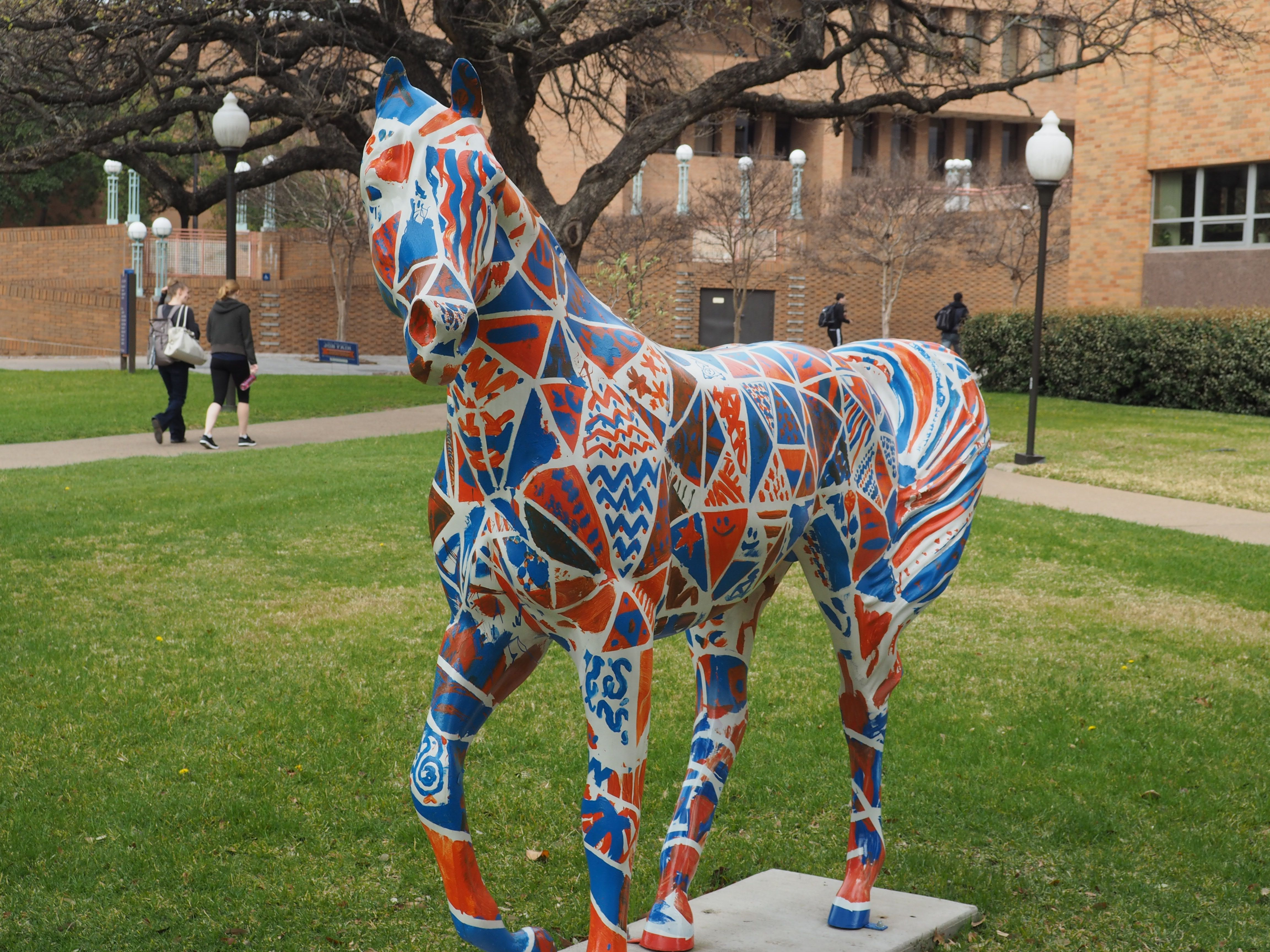 One Of Several Mavericks Statues On The Uta Campus That Have Been Painted By Students And Faculty This One Grazes On Historical Statues Ballet Turns Public Art