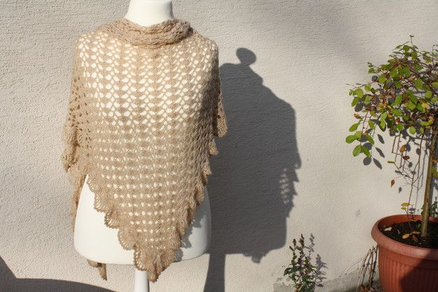 #Mode #Accessoires #Tuch #Dreieckstuch #beige #Lurex #gold Hier ein Exemplar der Kollektion Tücher: dieses Mal ein besonders edles und elegantes Exemplar aus beige-farbener Wolle mit Goldglitzer...