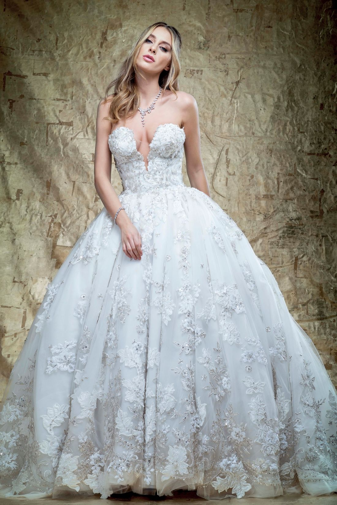 V Neck Princess Ball Gown Wedding Dress With Natural Waist In Tulle