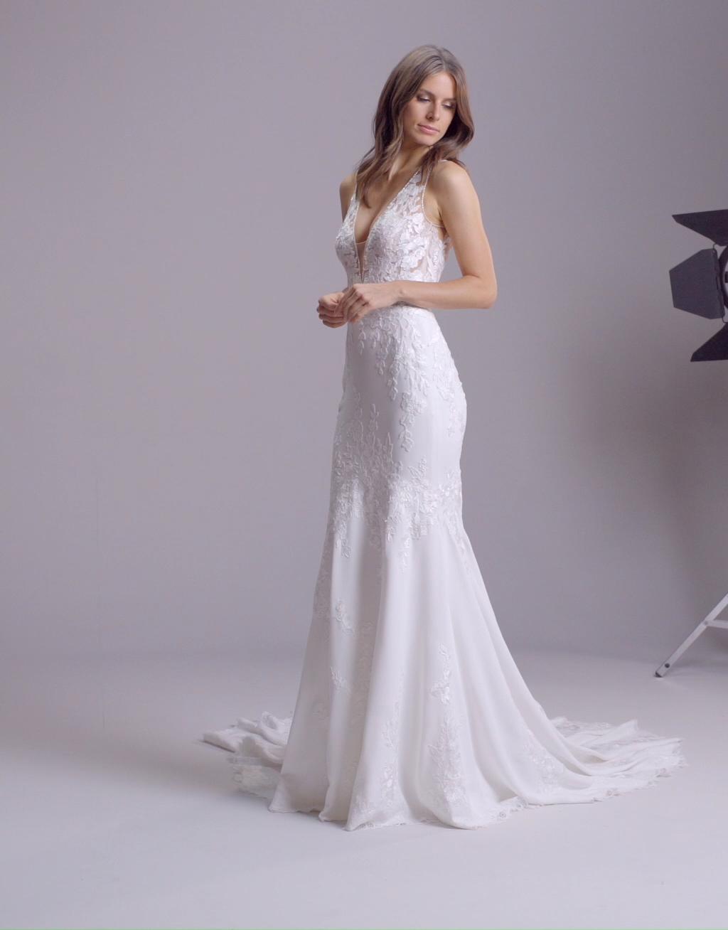 Muses | Alcyone par Pronovias - Boutique de robe de mariée de Créateurs - Robe de mariée sirène en cr