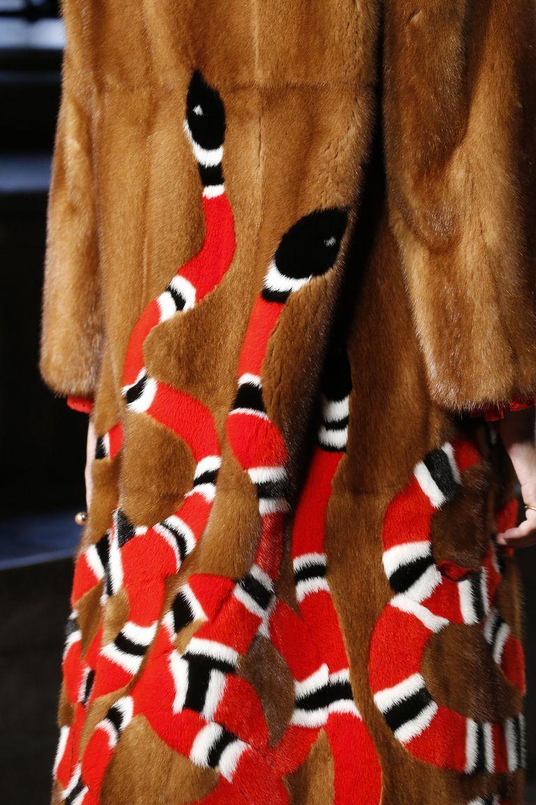Gucci детали | Коллекции весна-лето 2017 | Лондон | VOGUE
