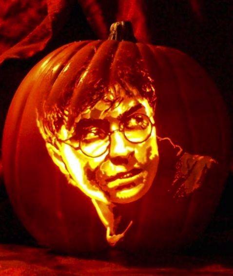 Harry Potter Pumpkin Carving By Artist Alex Wer Harry Potter Kurbis Kurbisse Schnitzen Harry Potter Halloween