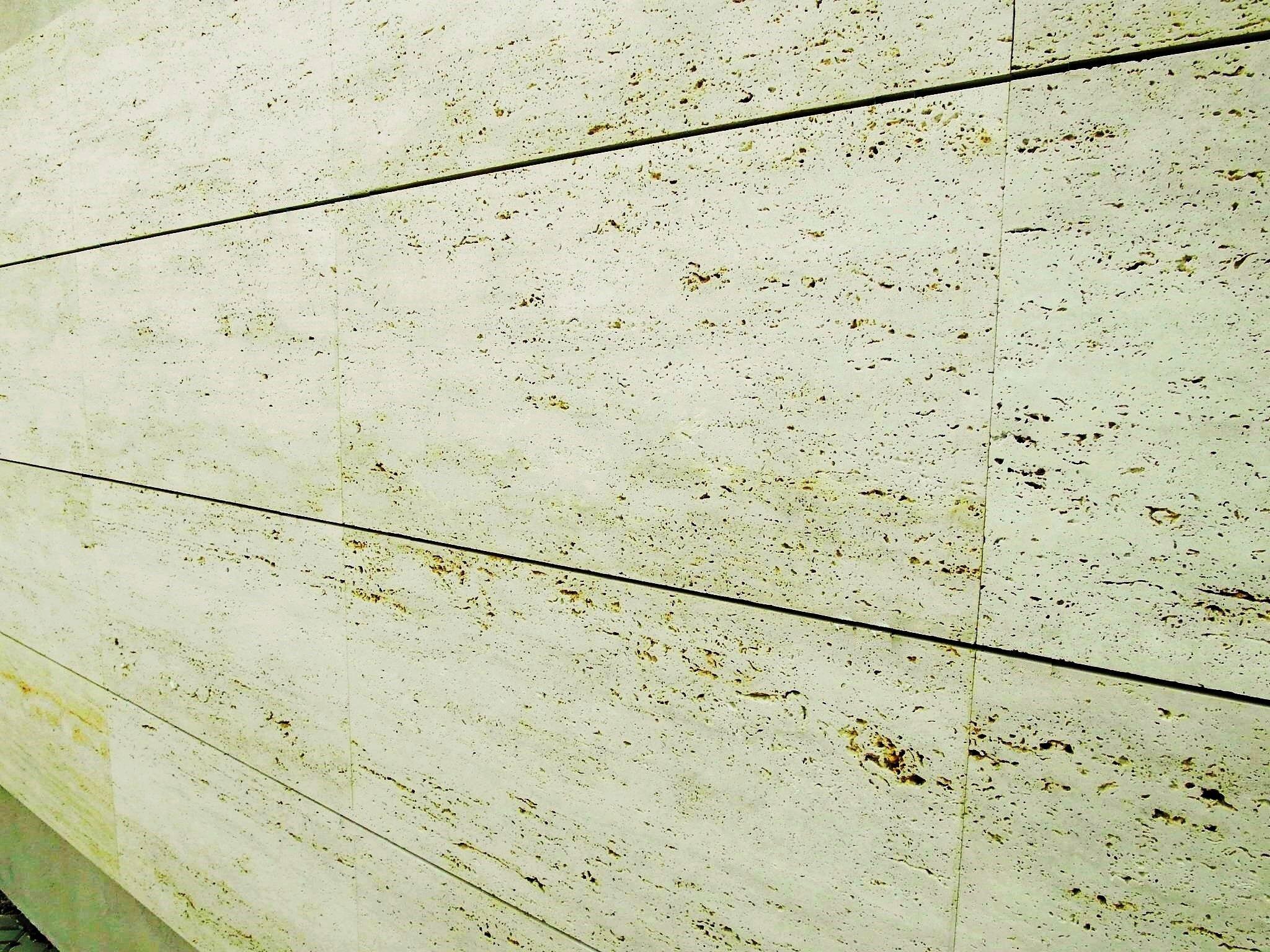 Acabado exterior en marmol travertino casas de acero y for Marmol travertino nacional