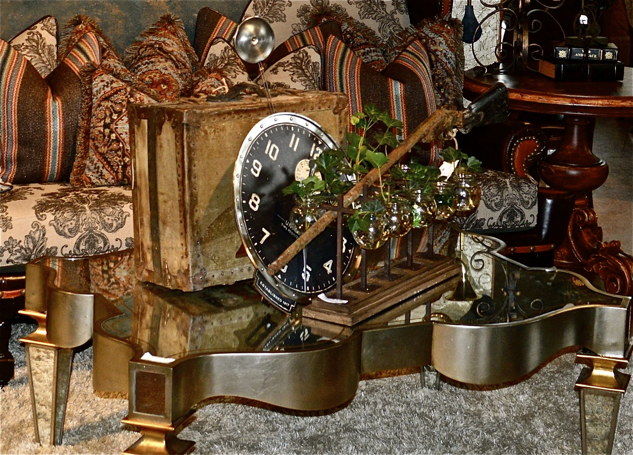Mirrored cocktail table with eclectic decoration mirror