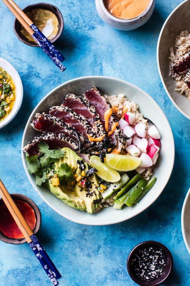 Spicy Brown Rice Seared Tuna Roll Bowl | Community Post: 15 Delicious And Satisfying Lunches To Eat In 2017