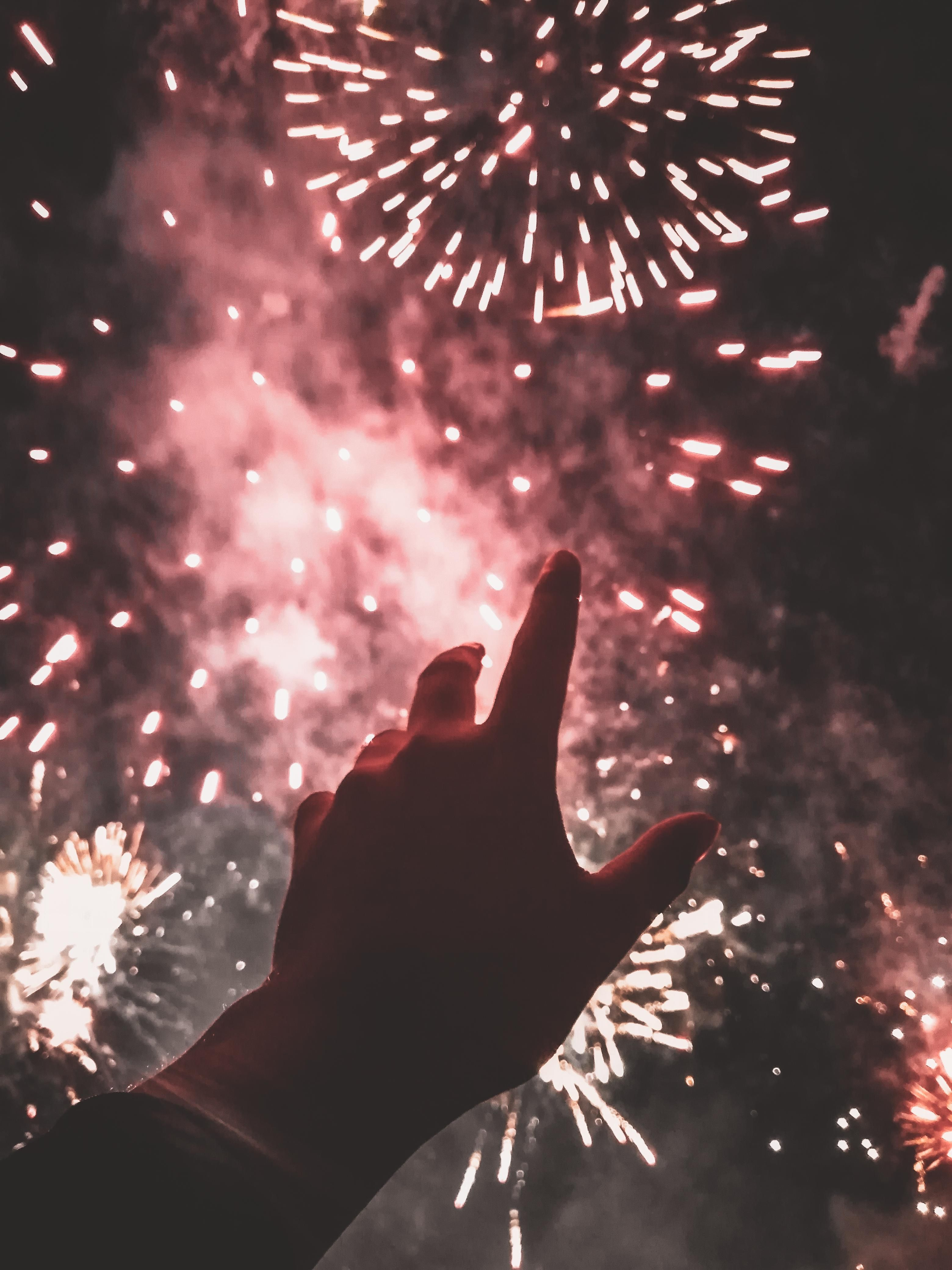 ITAP of my hand during a fireworks display. #PHOTO #CAPTURE #NATURE #INCREDIBLE