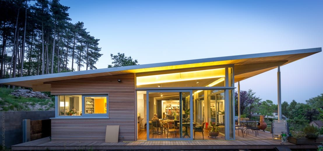 An Amazing Single Story Home That Is Both Simple And Yet Mod Modern Bungalow House Designs Exterior Flat Roof House