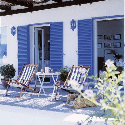 Terraza Con Persianas Azules Casas De Playa Rusticas Casa De Playa Casas De Playa Modernas