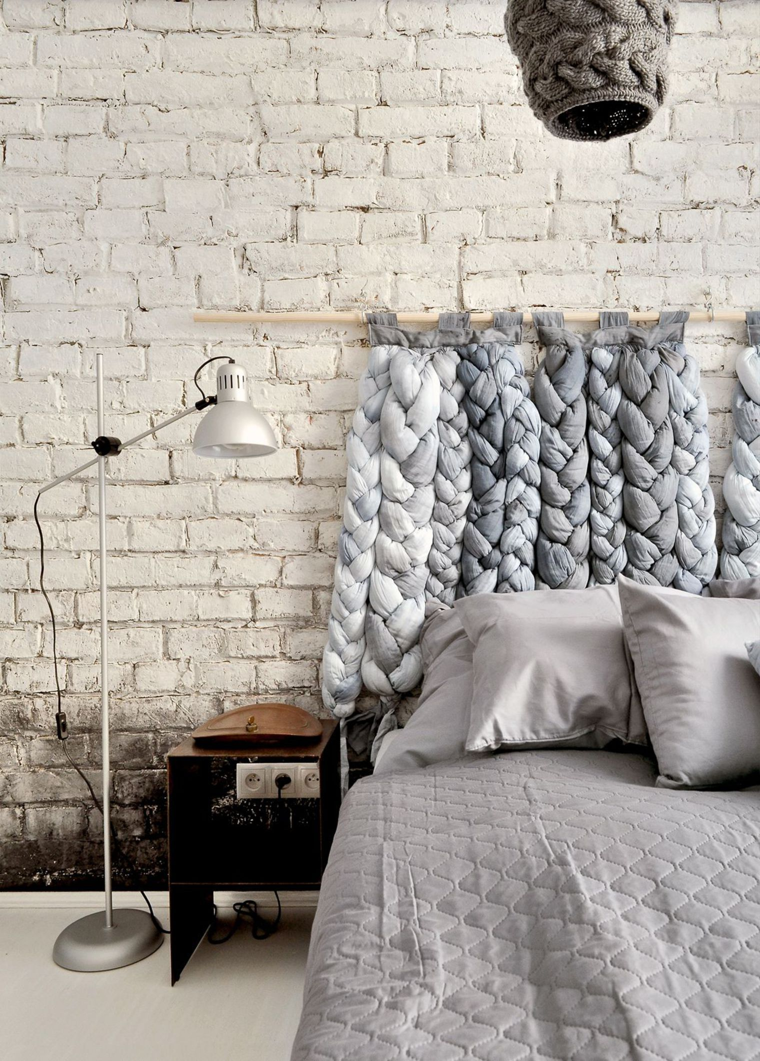 De La Laine Tricotee En Guise De Tete De Lit Respaldos De Cama Madera Dormitorio Con Estilo Dormitorios