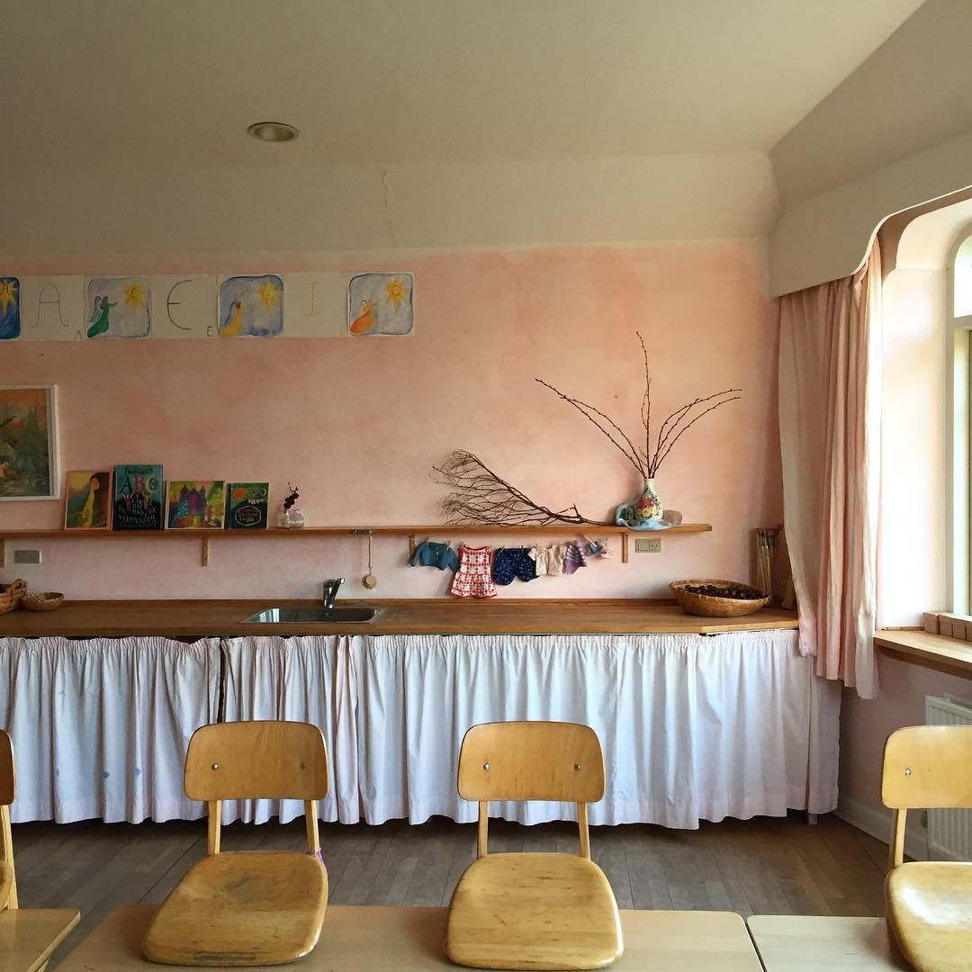 282 vind-ik-leuks, 13 reacties - Inger Marie Hahn Møller (@finurlignet) op Instagram: 'Empty classroom = weekend #waldorfeducation #waldorfclassroom #firstgrade'