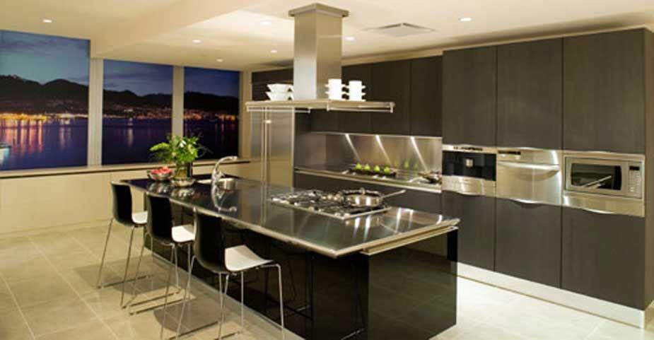 Cocina moderna en negro. La isla central es la pieza principal de la ...