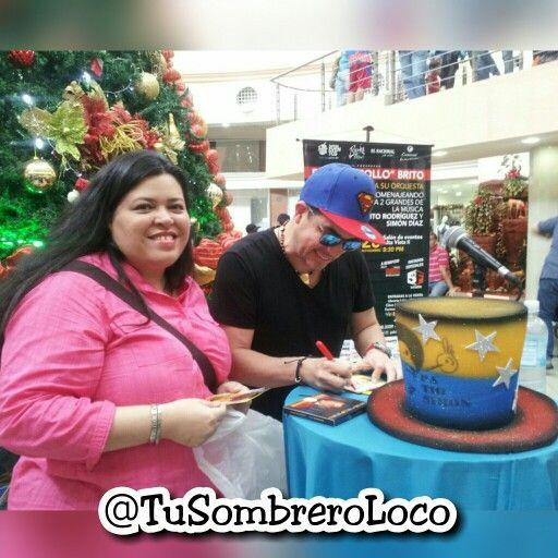 Hoy fuimos a conocer al @pollobrito y dejarle nuestro #sombrero #Venezuela en una versión especial #patiosimon como un pequeño homenaje al maestro #simondiaz y al #pollo #talentonacional digno de admiración. Gracias por recibir esta pequeña muestra de nuestro #arteengomaespuma #TuSombreroLoco