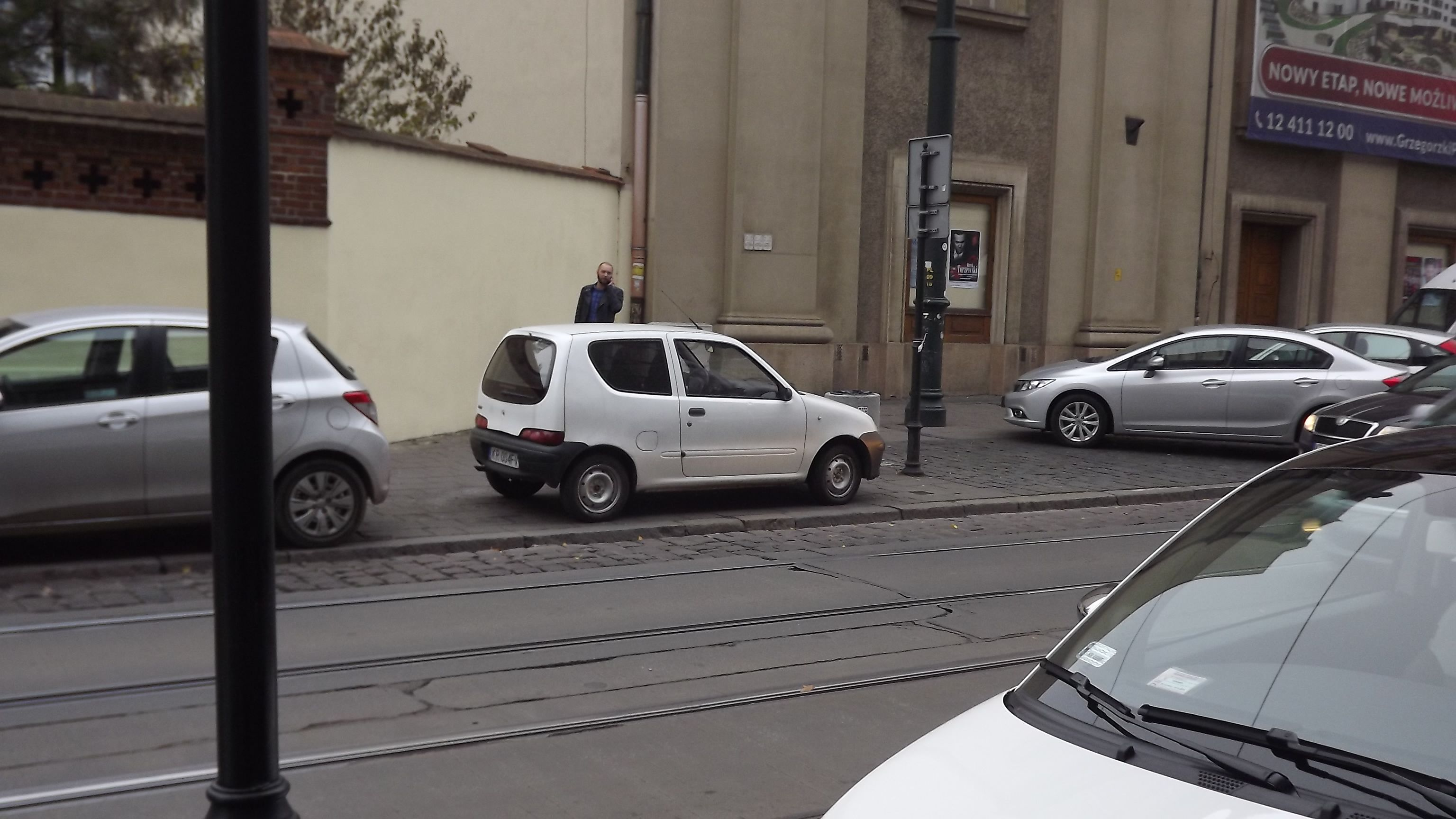 Krakow; downtown/oldtown: Certain streets you Can't park in the street!