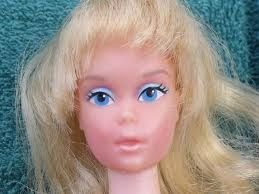 Barbie looked a little rough in our day...haha...I had the townhouse and the suitcase to travel with my barbies.