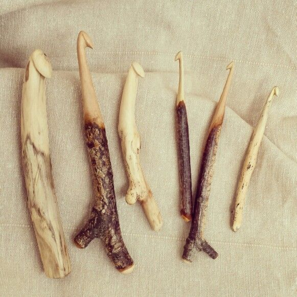 Different sizes handcarved crochet hooks from found wood made by Wieteke Opmeer. Check my etsy store :) #crochethooks