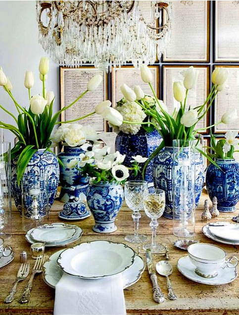 blue and white vases for table setting, white flowers in tabletop arrangments, chinese blue and white vases