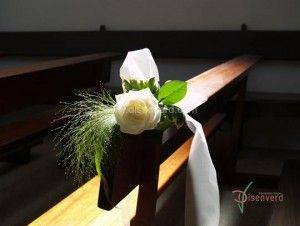 arreglos florales originales para la iglesia en una boda
