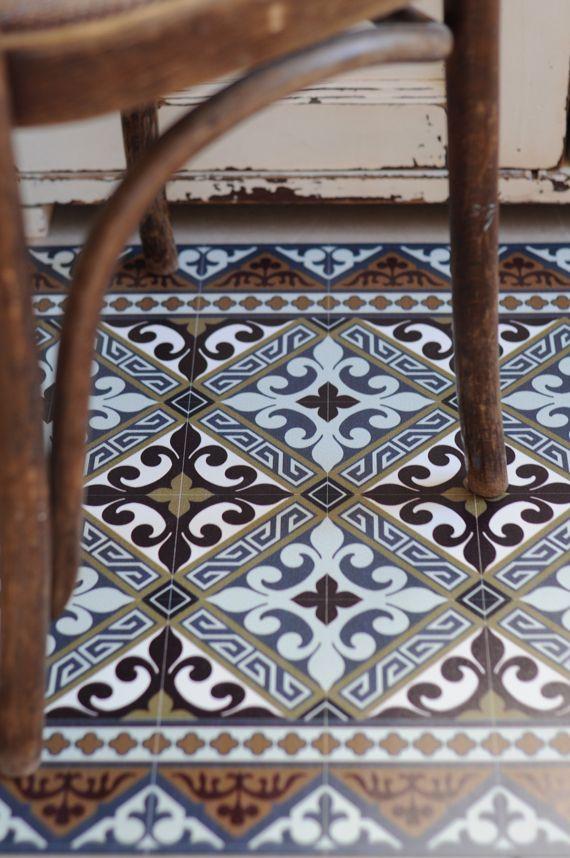 tapis vinyle fleur de lys beija flor home fliesen tapete historische fliesen et fliesen wand