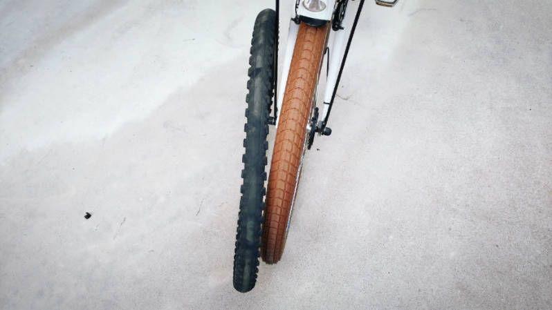ブリジストン 電動自転車 Hydee 2 カスタマイズ 前回 Hydee2の後輪タイヤのパンクを修理したのを機に 今回はかなり磨り減っている前輪タイヤを 交換して見ました まだ パンクをしていないのですが さすがに5年くらい乗っているので凄く磨り減っており 今にもパンク