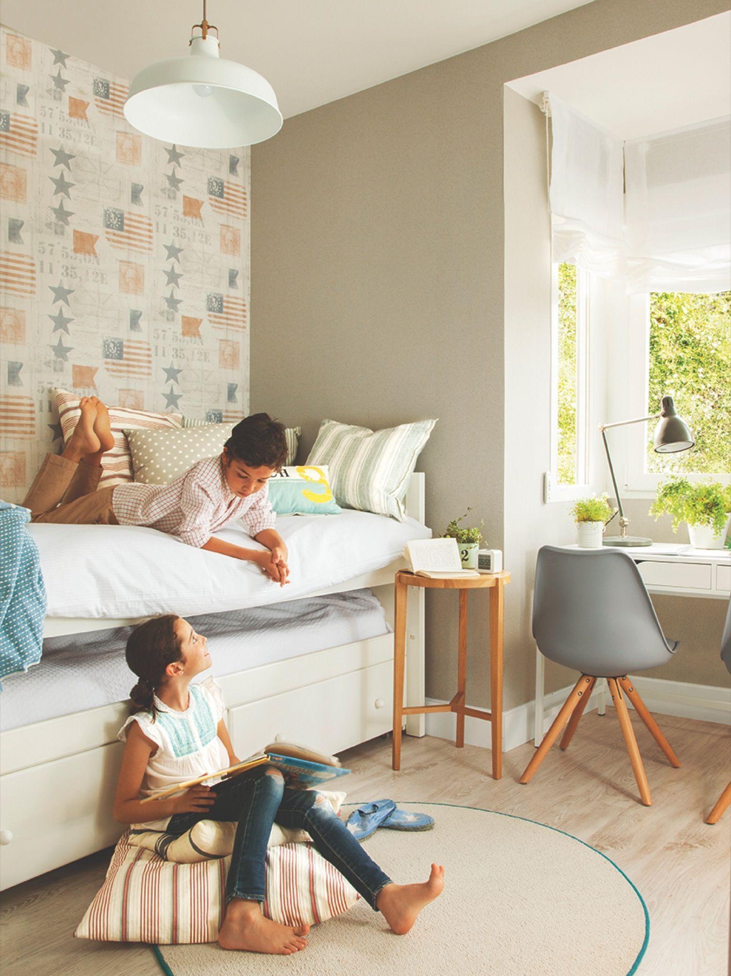 Domritorio juvenil con papel pintado, cama nido y zona de estudio ...