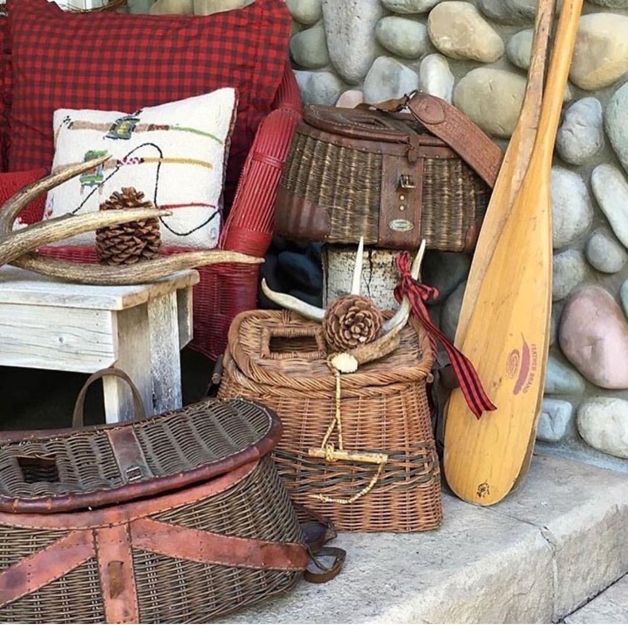 Vintage Cottage Decor For Summer Style | Rustic cabin ...
