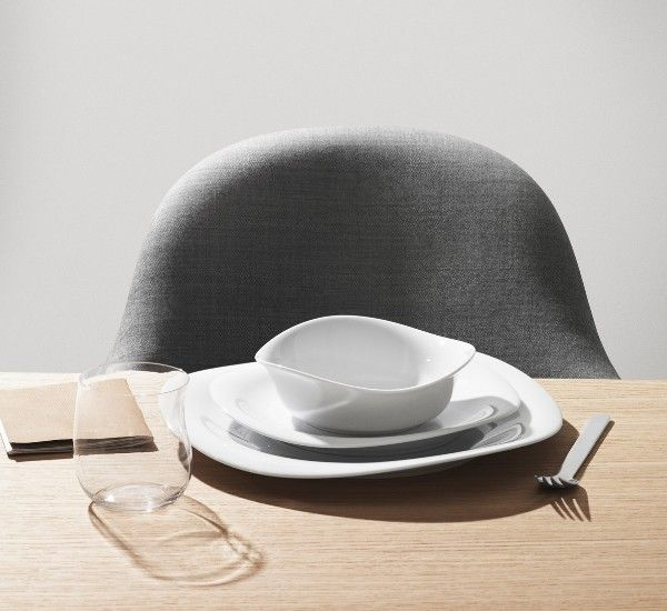 Cobra is a collection designed by Constantin Wortmann in 2015 for Georg Jensen. Sinuous and wavy handmade dishes in immaculate white porcelain. #AutumnTable