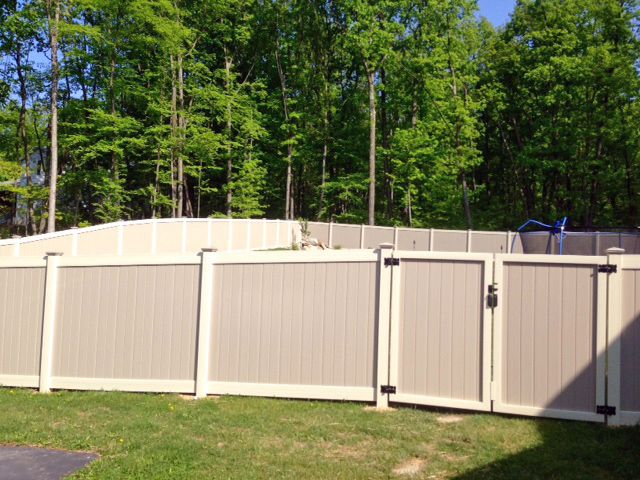Interstate Oklahoma 2 Tone Vinyl Privacy Fence With New England Style Caps And Double Gate Vinyl Fence Vinyl Privacy Fence Double Gate