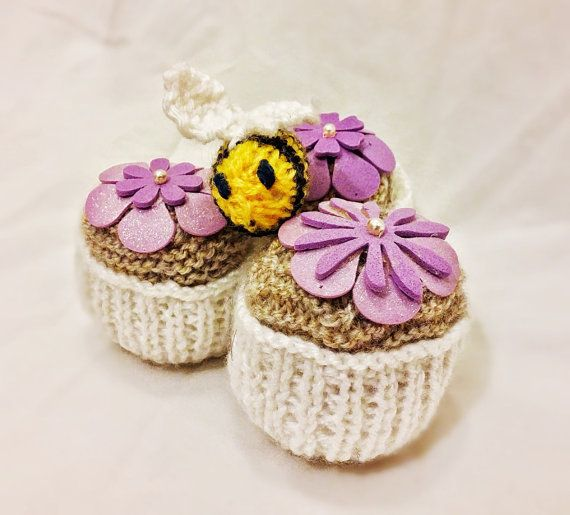 Hey, I found this really awesome Etsy listing at https://www.etsy.com/listing/214938146/knitted-cupcakes-and-bumble-bee