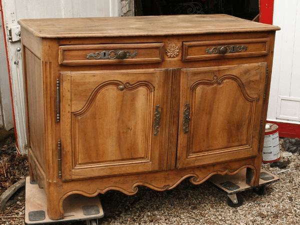 relooker un meuble vernis etape peignez les formes avec un vernis duune couleur diffrente de. Black Bedroom Furniture Sets. Home Design Ideas