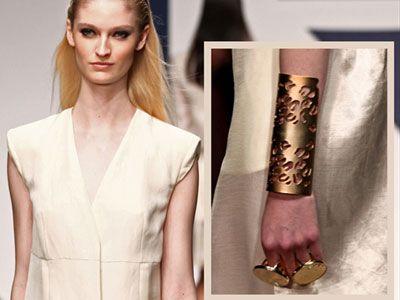 Colpi di fulmine da catwalk - Splendidi anche il bracciale alla schiava e gli anelli giganti presentati durante la sfilata Krizia.