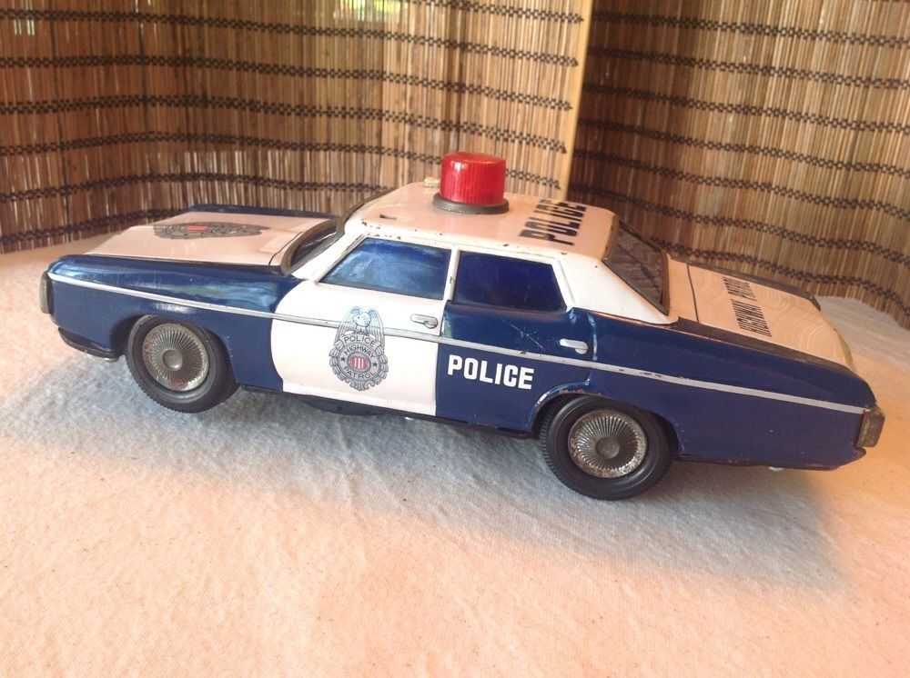 MADE IN JAPAN 196065 HIGHWAY PATROL POLICE TIN BATTERY