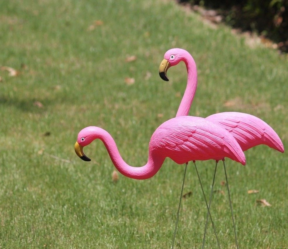 2 Pink Flamingos Plastic Yard Garden Lawn Art Ornaments Decorations