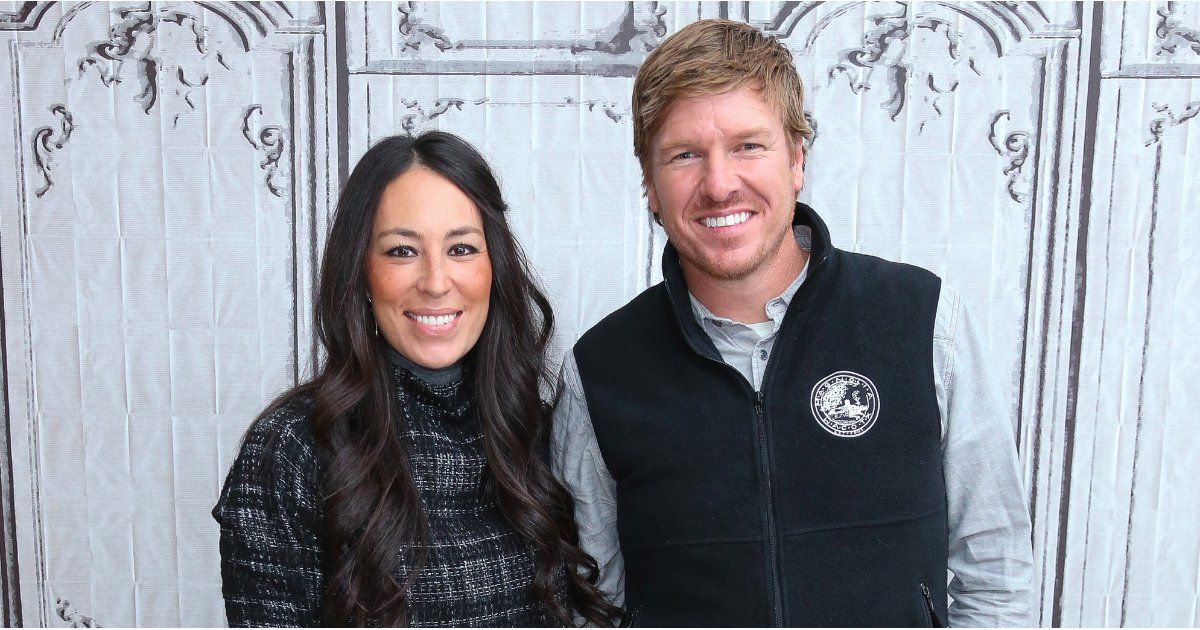 @hgtv : RT @POPSUGARHome: .@hgtv fans your search for the perfect couples costume is over! #fixerupper https://t.co/anTc9ahjBw https://t.co/caTRXJVkk1