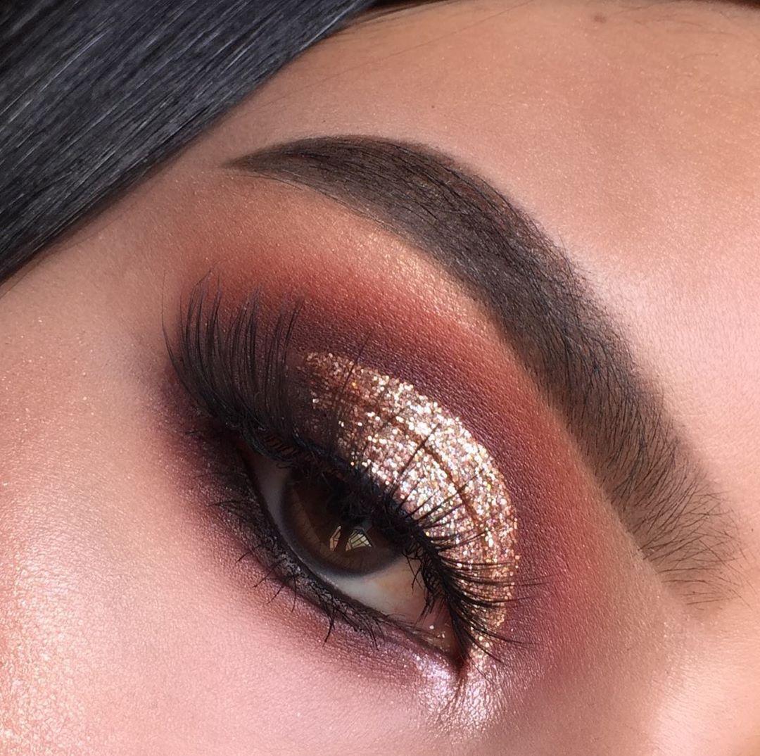 """𝑳𝒖𝒊𝒔𝒂 𝑽𝒂𝒍𝒆𝒏𝒄𝒊𝒂 on Instagram: """"🌟GOLD🌟 De nuevo otro maquillaje más neutro 🙆🏻♀️ pero con glitter siempre 🤭💕 Paso a paso👉✨ . . . . . #makeupchile #maquillajechile #beauty…"""""""