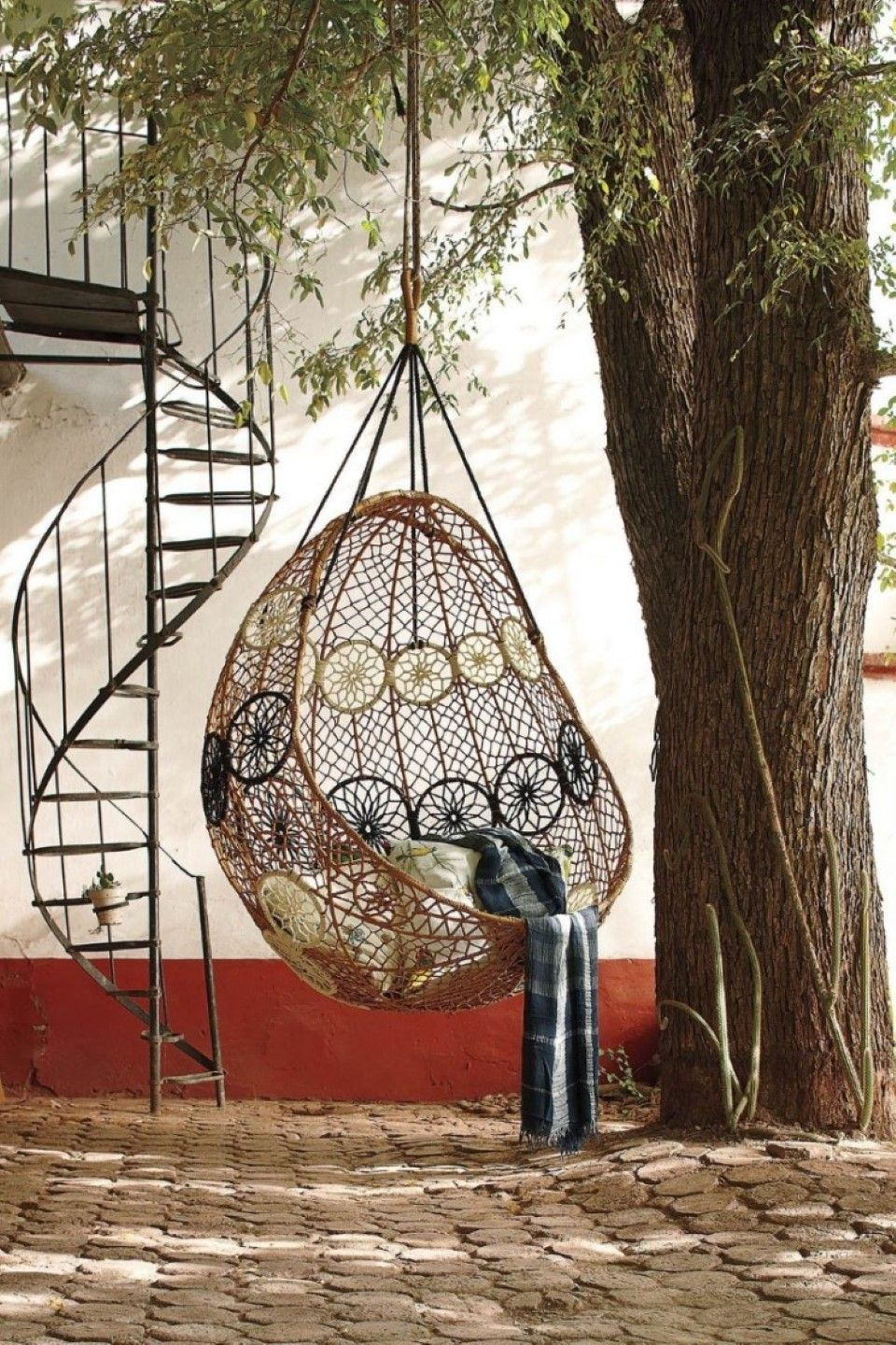 Furniture Oversized Garden Tree Combined With Beautiful Outdoor Wicker Hanging Chair Feat Stylish Spiral Stai Hammock Swing Chair Swinging Chair Hammock Swing