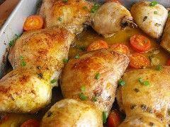 Algumas das receitas mais vistas aqui no blog são as variantes que vou apresentando das coxas de frango. Na realidade são sempre uma solução rápida e prática que na grande maioria dos casos miúdos e graúdos apreciam. Mesmo que gostem das partes mais secas do frango, uma coxas douradinhas a saírem do