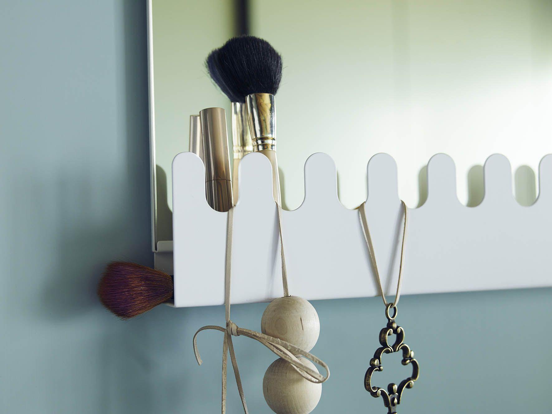 garnes deurspiegel met haken en plank om aan de deur te hangen wit ikea interior plank and. Black Bedroom Furniture Sets. Home Design Ideas