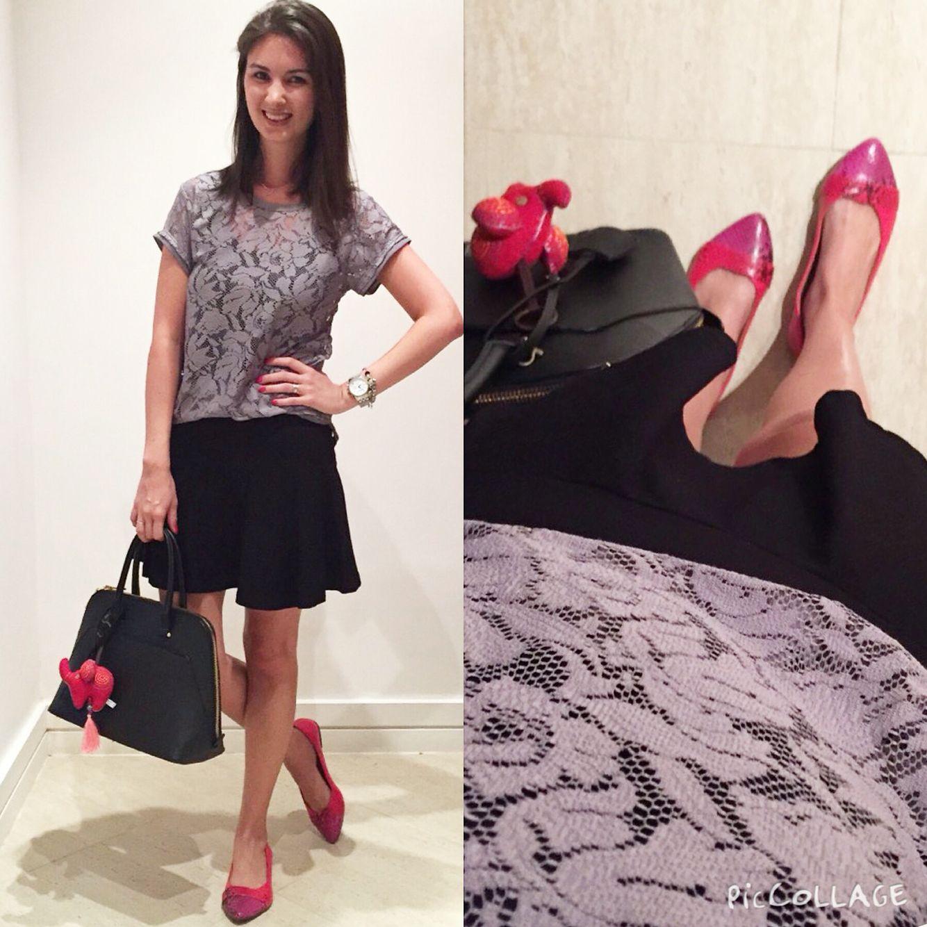 Extremamente Look com saia preta, blusa de renda cinza, sapatilha rosa e  TV45