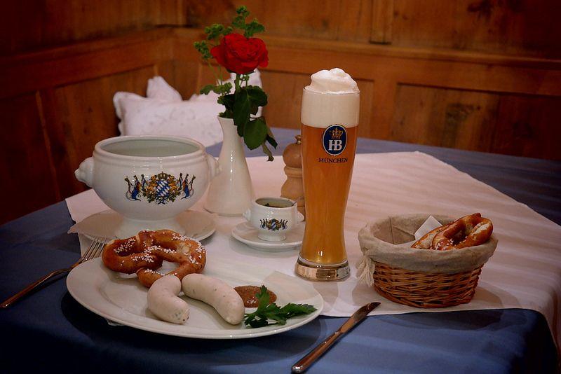 Sehr beliebt bei vielen Gästen: Das echte Münchner Weißwurstfrühstück im Restaurant in Baierbrunn -  immer samstags von 10:00 Uhr bis 11:59 Uhr