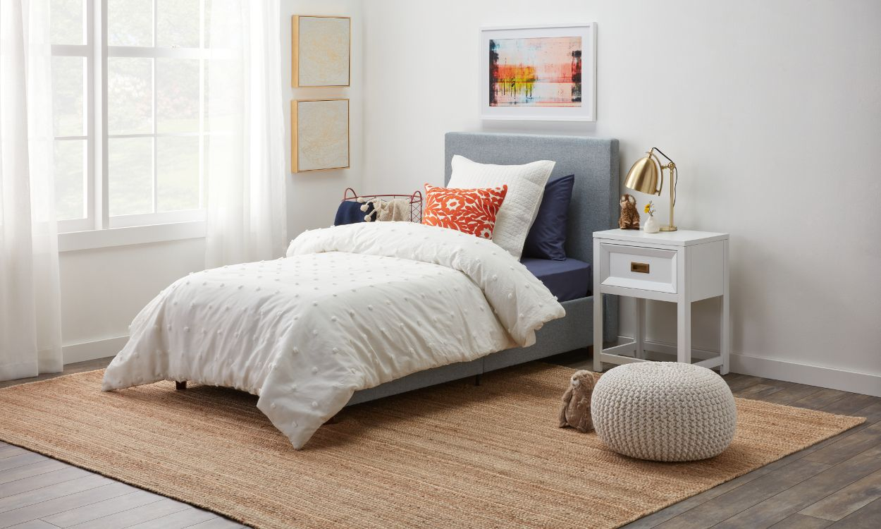 12 Ways To Arrange Pillows On A Bed Overstock Com Throw Pillows Bedroom Bedroom Pillows Arrangement Upholstered Beds