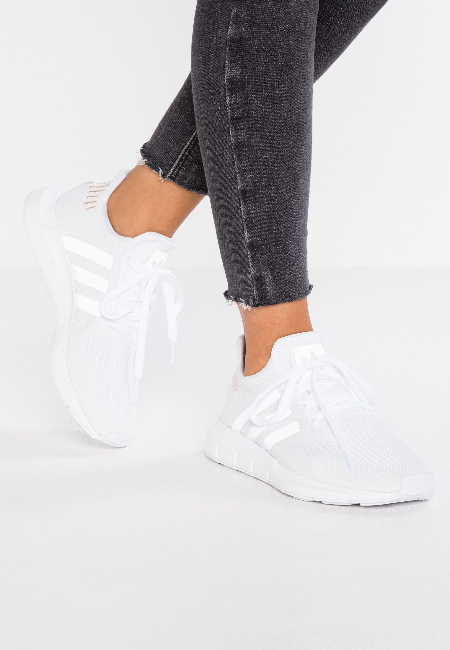 adidas Originals SWIFT RUN - Sneakers laag - footwear white ...