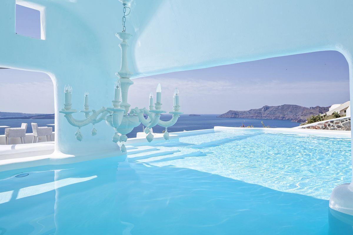 12 Sensational Cave Pools In Santorini