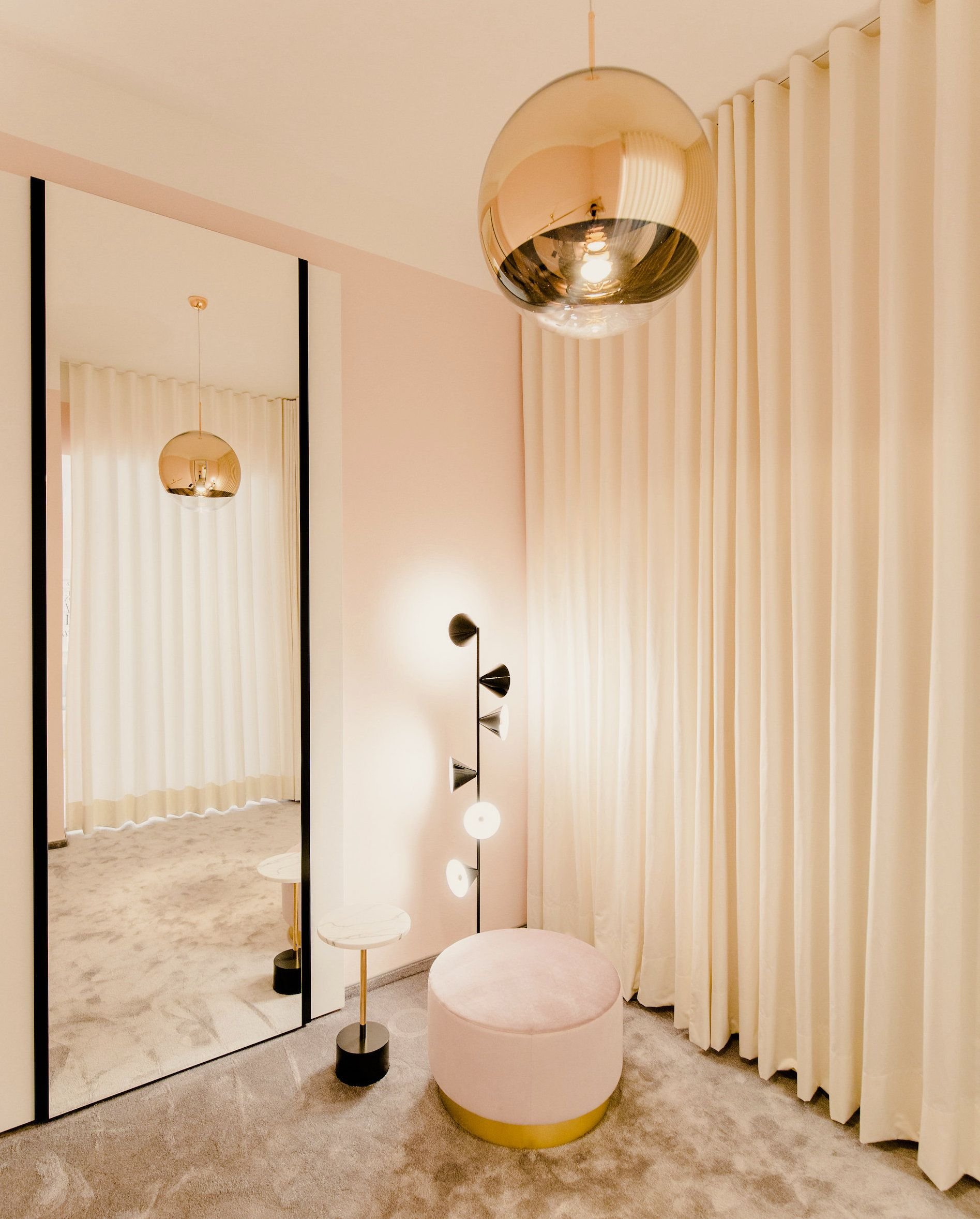 Interior design changing room of say yes munich for Interior design munich