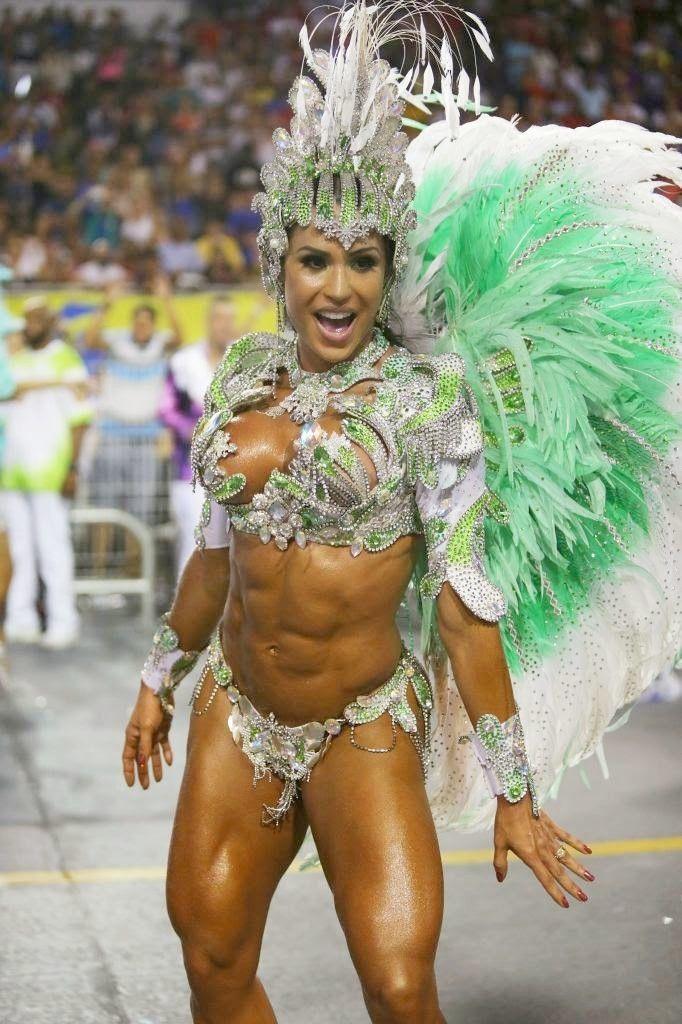 Rainha da X9 Paulistana,Gracyanne Barbosa,mostra um corpo escultural na avenida,