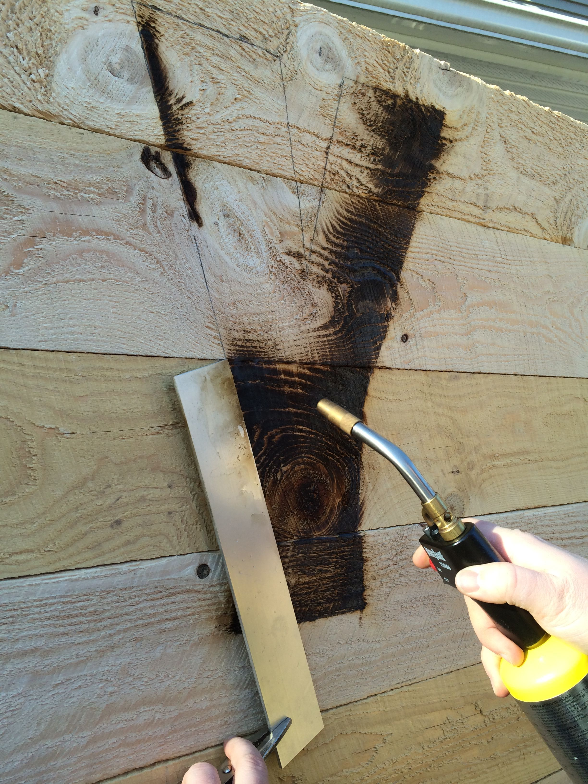 Burn Letters On Wooden Pallet Using A Torch And Metal Straight  # Gadsden Muebles