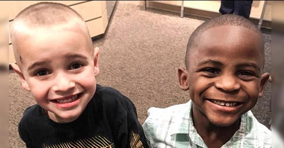 Este niño blanco pidió el mismo corte que su mejor amigo para confundir a la maestra