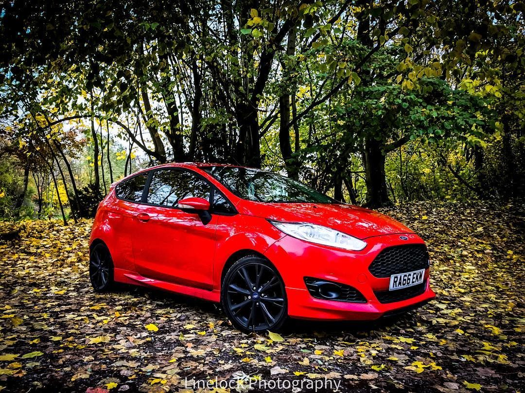 Happy Friday Linelock Photography Happy Friday Linelock Photography Ford Fiesta Stance Red Coilovers Eight Black Wheels Coilovers Photography