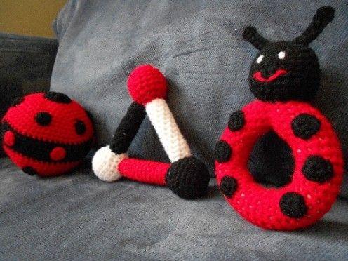 verschiedene arten von geh keltem babyspielzeug rassel greiftriangel ball h keln. Black Bedroom Furniture Sets. Home Design Ideas